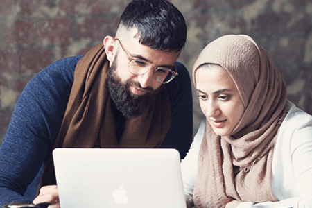 Bariz-Shah-and-Saba-Afrasyabi-looking-at-laptop-screen