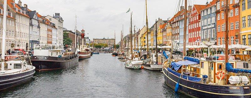 Copenhagen-boats-and-buildings